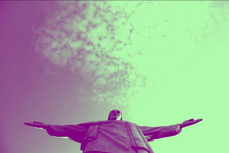 Leggi l'ultimo numero di WE  Samba, Bibbia e Populismo
